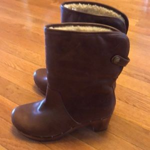 UGG Lynnea shearling lined boots, size 8.